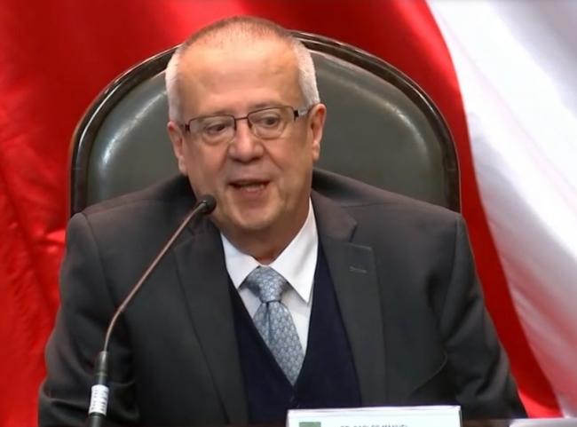 Le renuncia secretario de Hacienda a AMLO