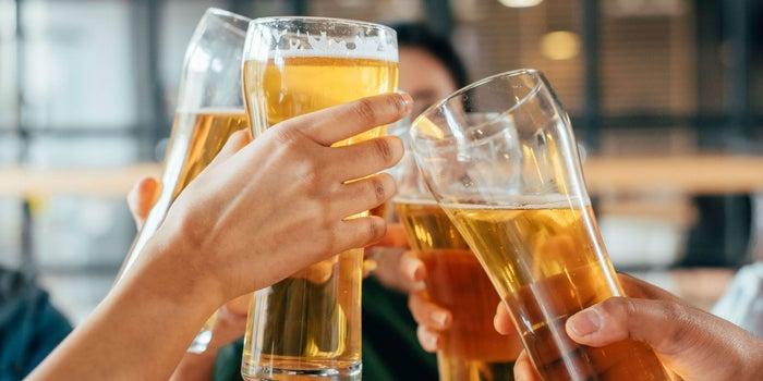 No hidratarse con cerveza recomienda Cruz Roja