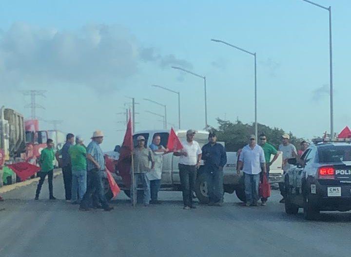 Reporta Canacar perdidas ante bloqueo al Puerto