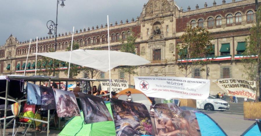 Damnificados de los sismos de 2017 inician plantón en el Zócalo