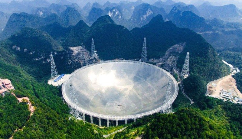 Astrónomos chinos detectan señales misteriosas a 3.000 millones de años luz