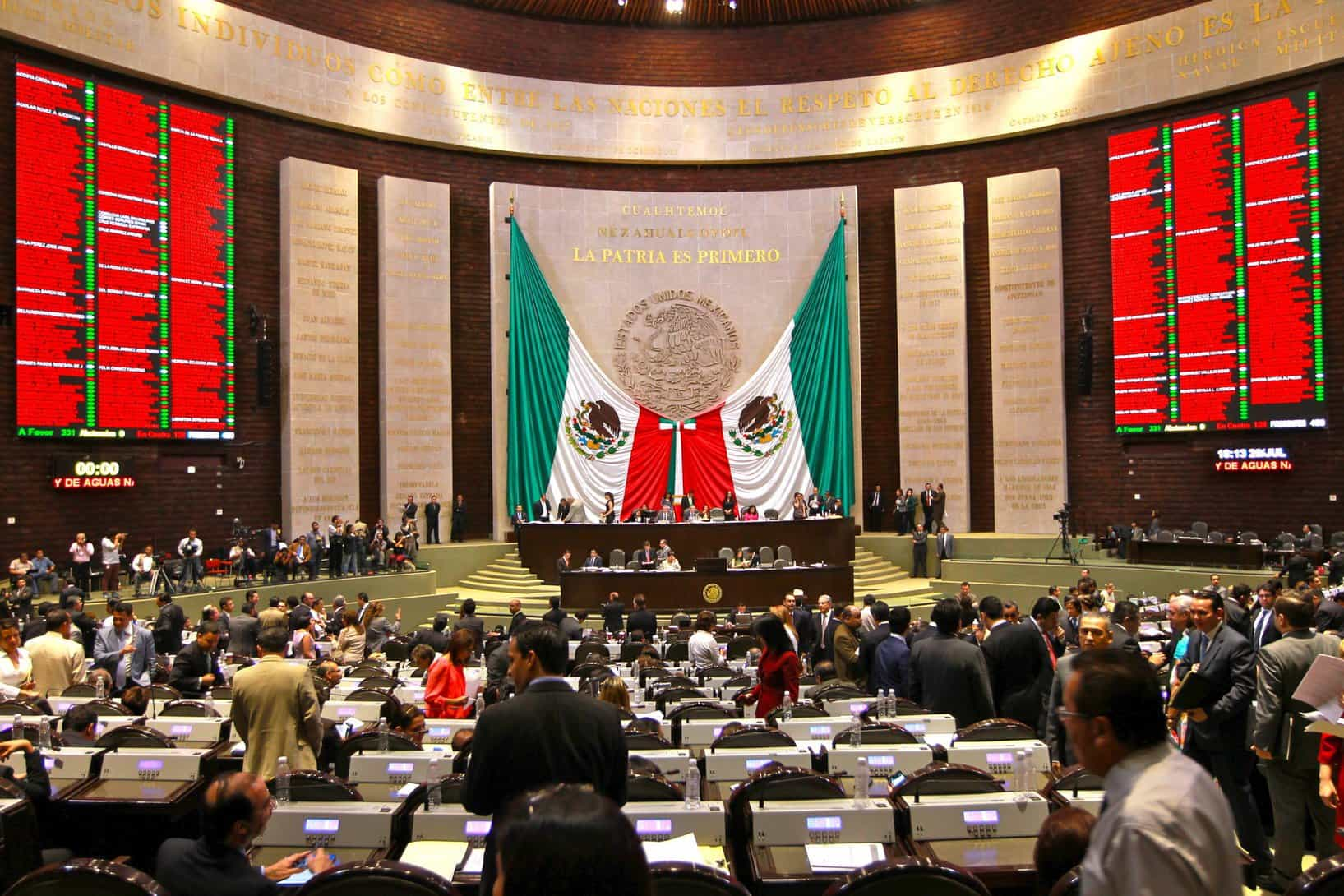 Diputados eliminan fuero para presidente y servidores públicos
