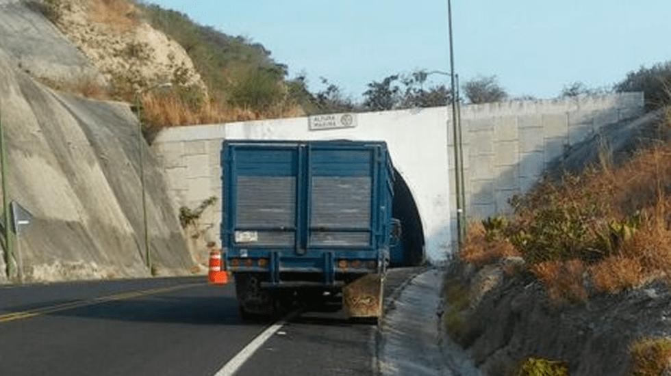 Abandonan camioneta con nueve cadáveres en Guerrero