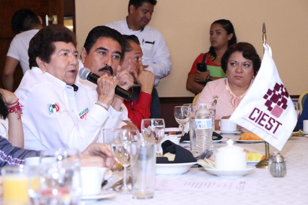 Propone Magda Peraza a empresarios renovar vialidades de la zona centro
