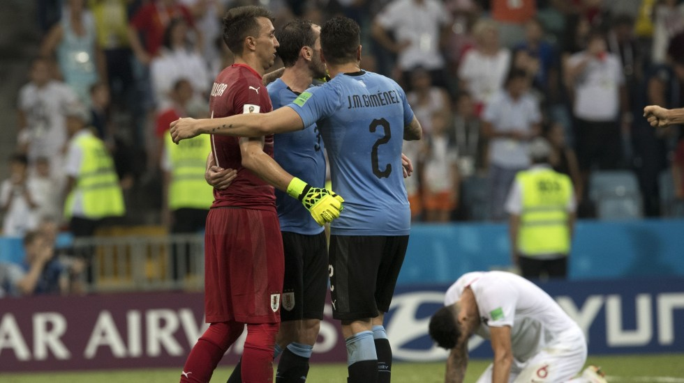Uruguay elimina a Portugal con doblete de Cavani