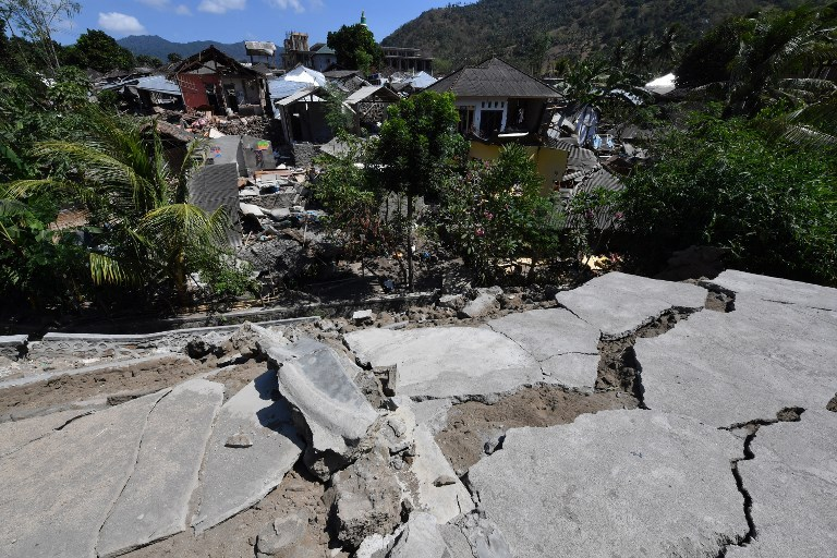 Réplica de magnitud 5.9 sacude Indonesia