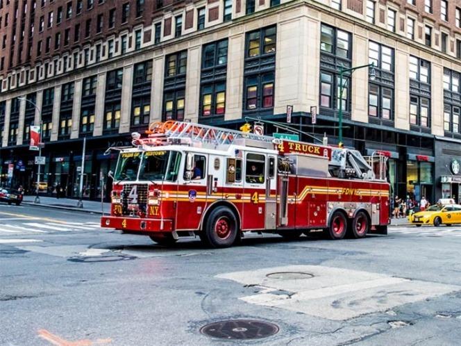 Mujer arroja a sus hijos de un quinto piso para salvarles la vida