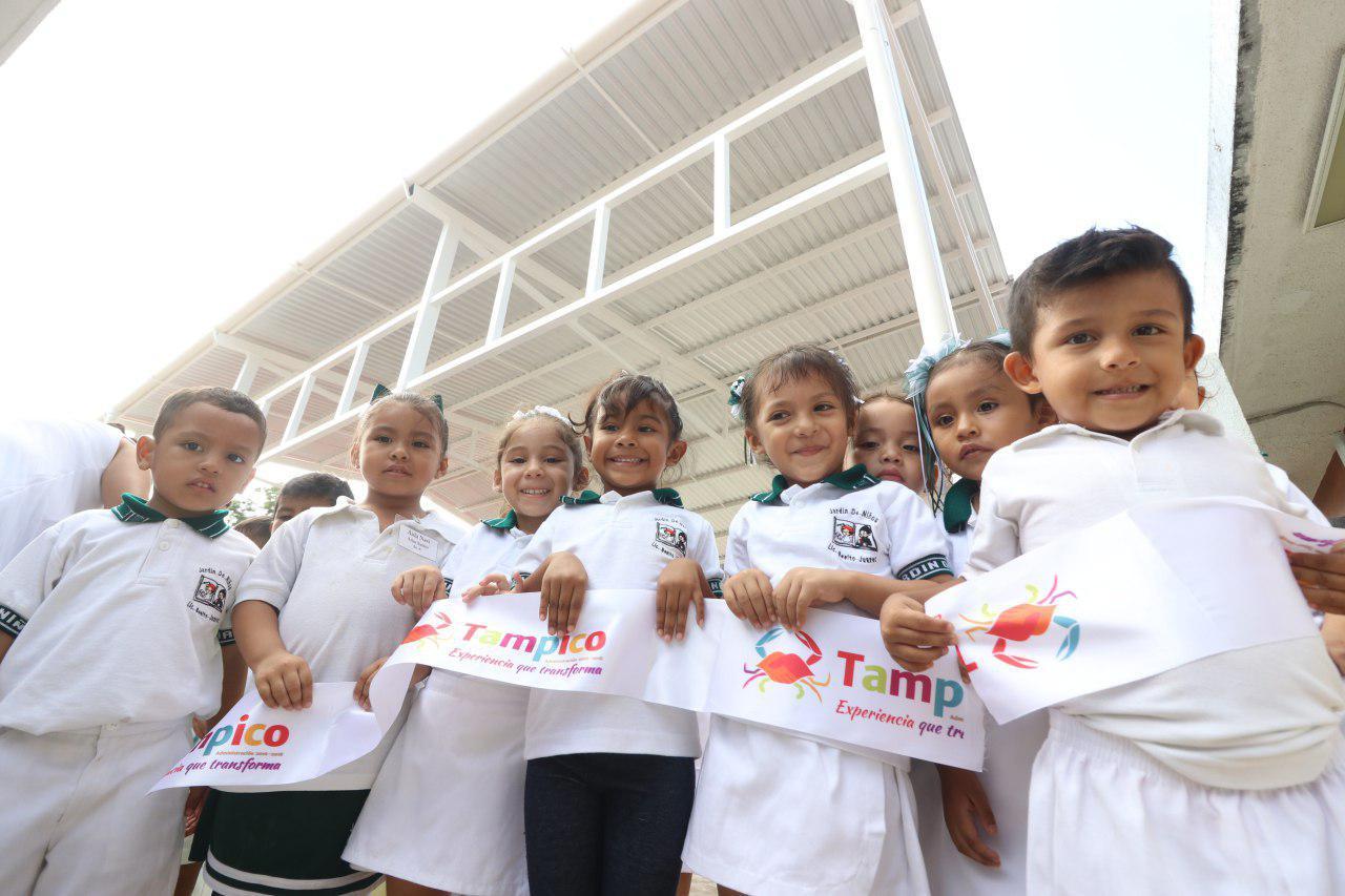 """Entrega gobierno de Tampico techumbre en el jardín de niños """"Benito Juárez"""""""