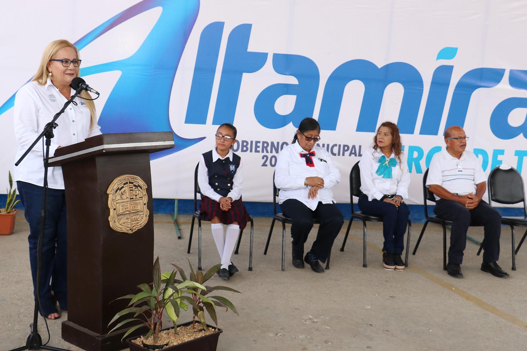 Consolida Alma Laura Amparán programa de fortalecimiento educativo en Altamira