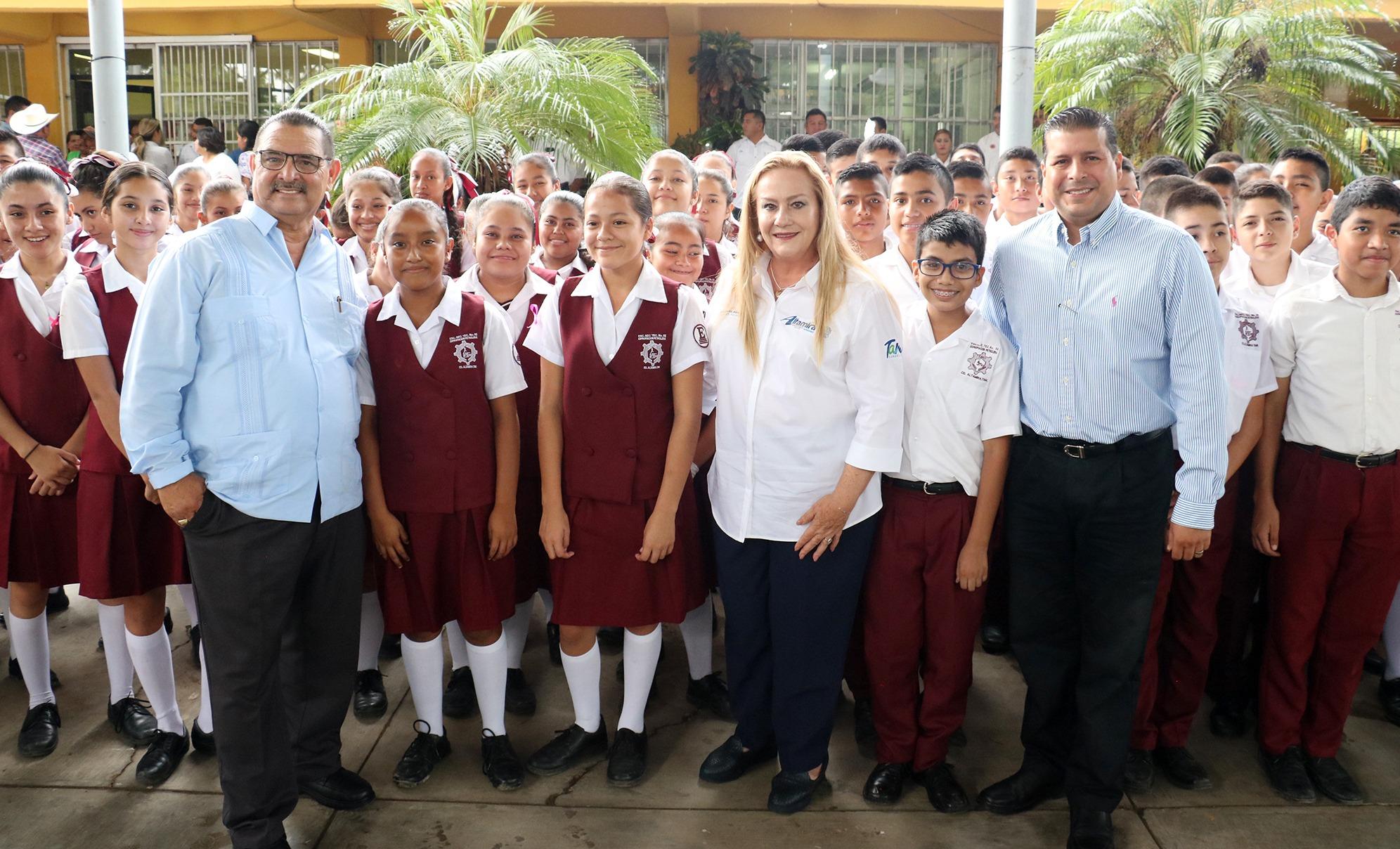 Refrenda Alma Laura apoyo a la educación