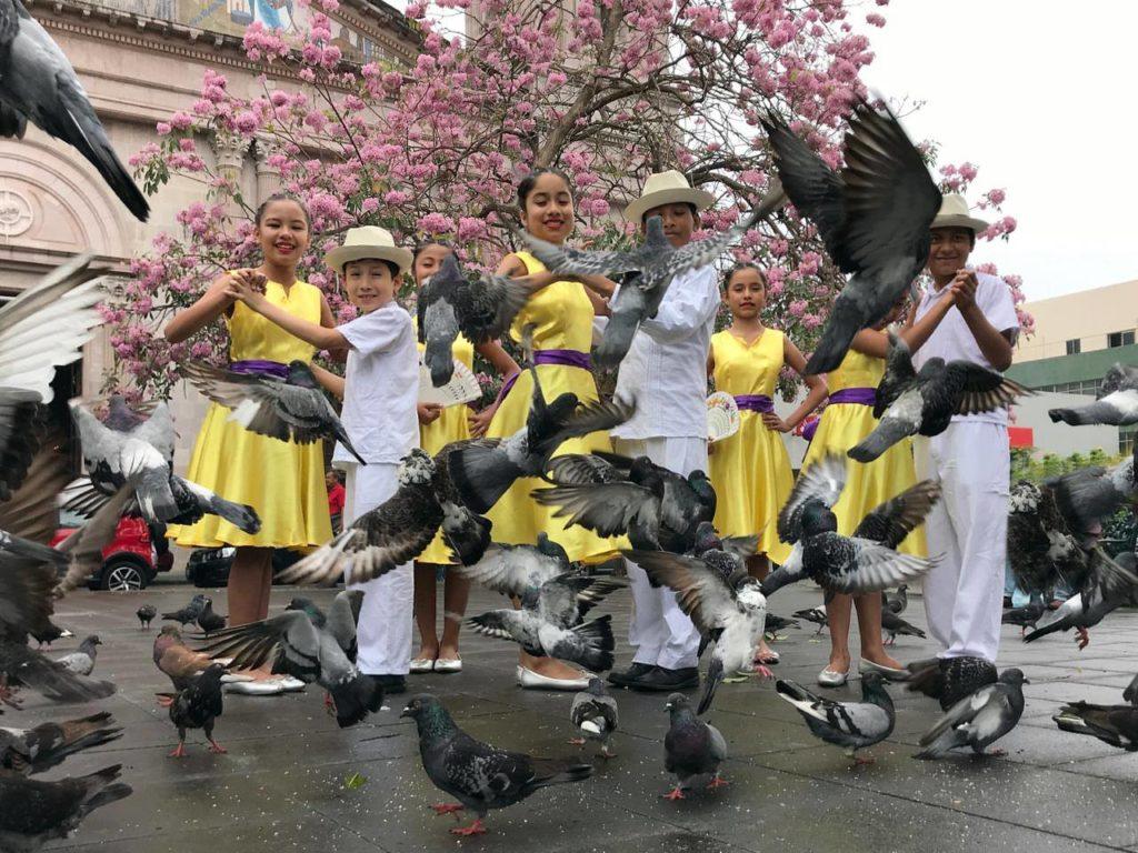 ¿Y si bailamos Danzón? dentro de XV Aniversario del Metro