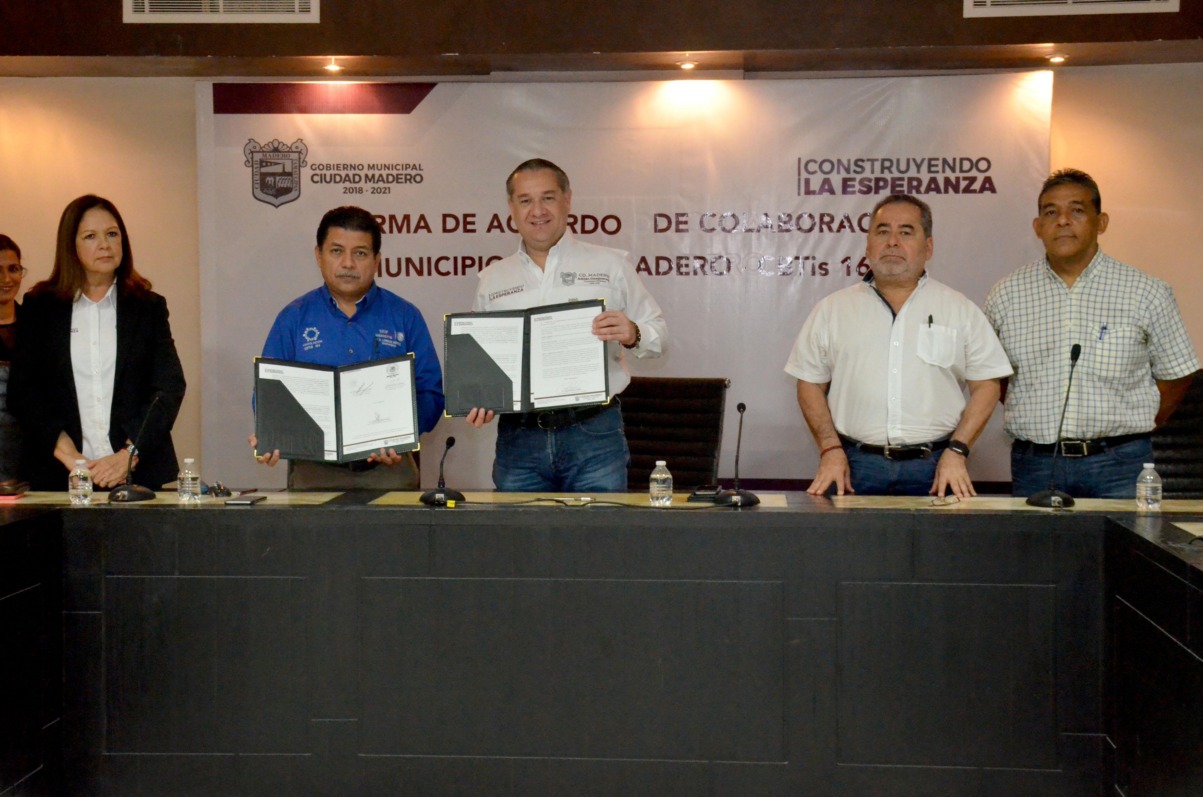 Impulsa Adrián Oseguera estudiantes del CBTis 164