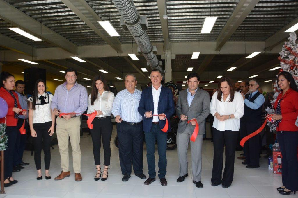 Inaugura Chucho Nader nueva sucursal de Foly Muebles