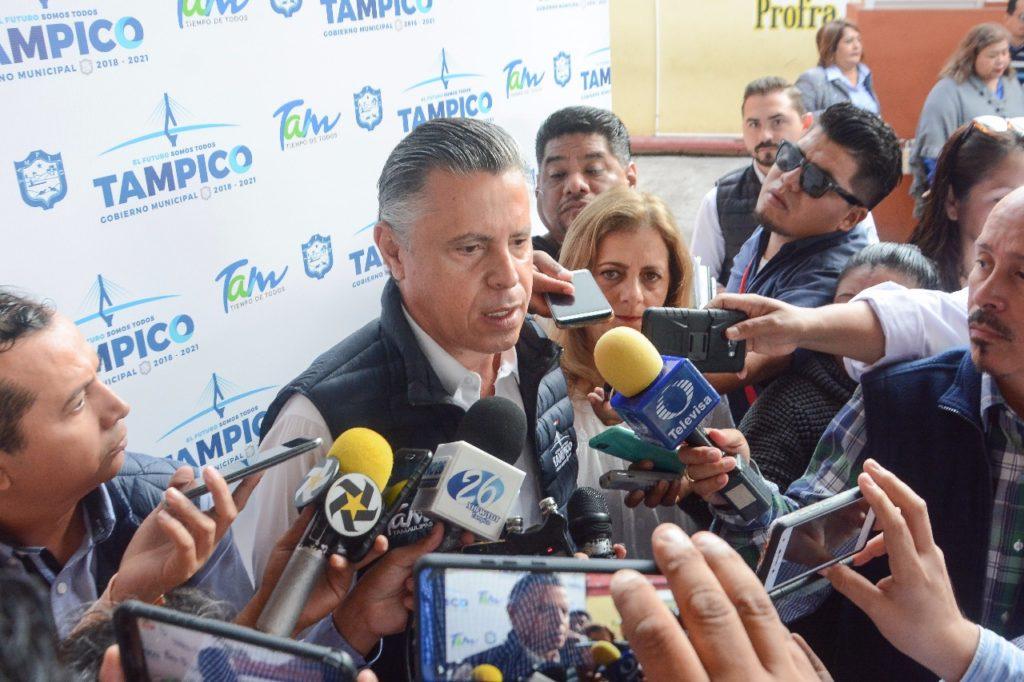 Promete Chucho Nader entregar mercados en mayo