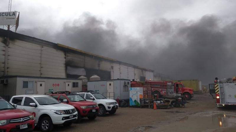 Evalúan daños por incendio en bodega de GUME