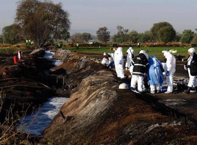 Trasladan primeros cuerpos a exámenes forenses