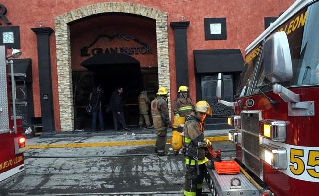 Incendian en Monterrey restaurante El Gran Pastor