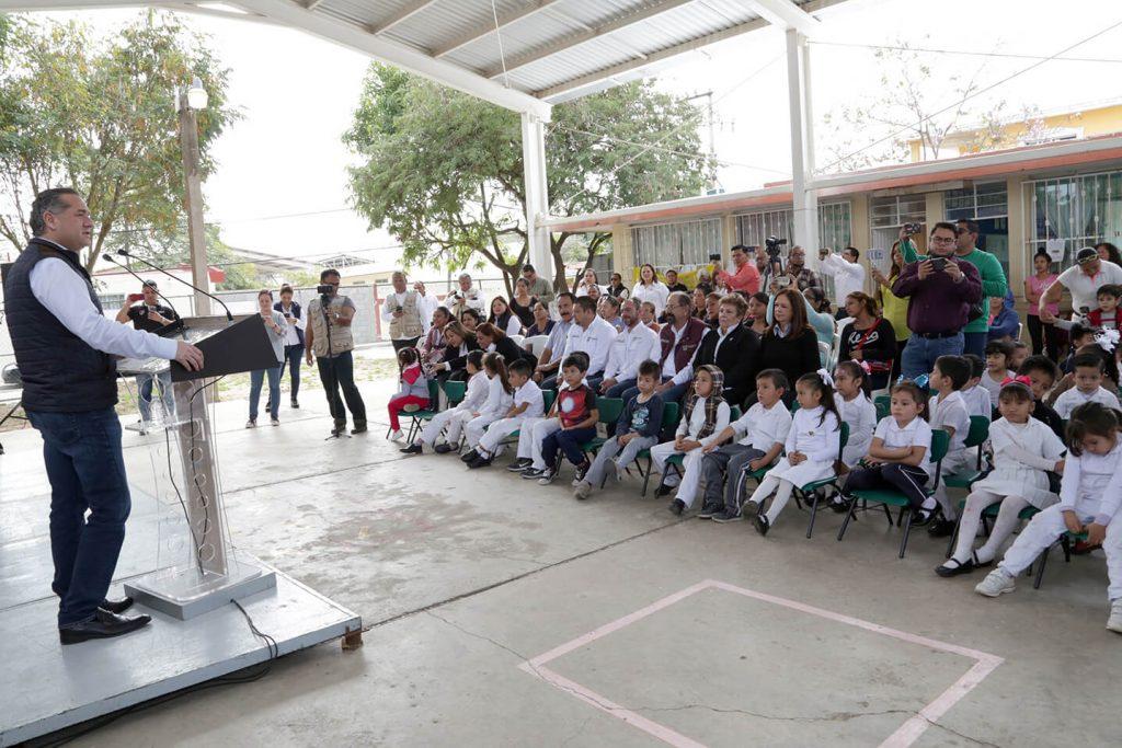 Entrega Oseguera más obras para Educación en Madero