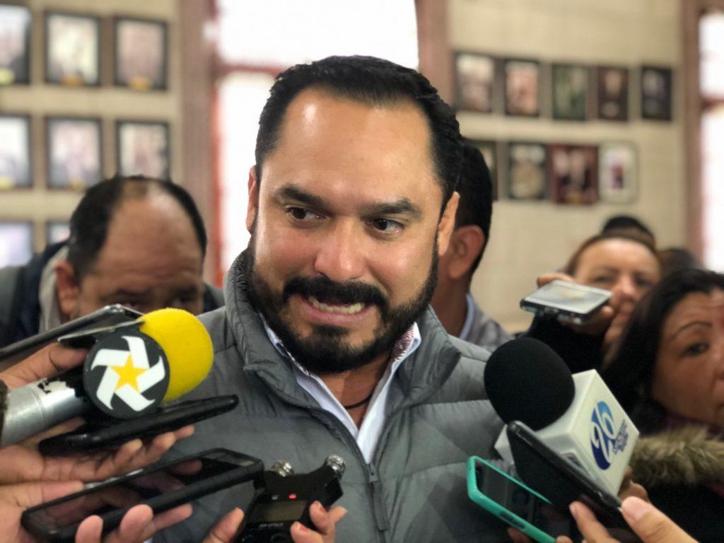 Regidor Benito Abad reniega del PRI pero no deja el cargo