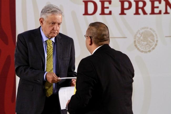 Padres de Mario Aburto piden a López Obrador reabrir el caso Colosio