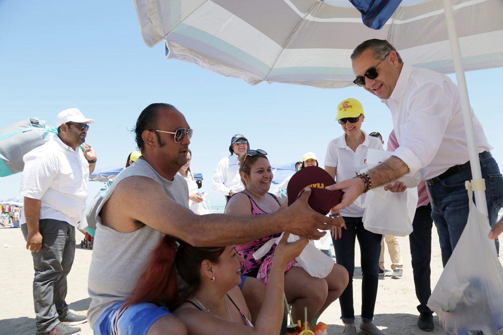 Autoridades de Madero saludan a turistas en Miramar