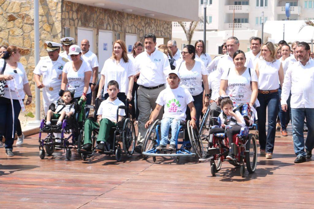 Inauguran Adrián Oseguera y Cabeza de Vaca Playa Incluyente