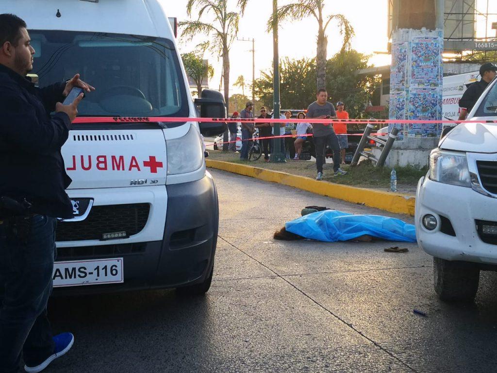 En Jueves Santo, se mata jovencita de 16 años en volcadura