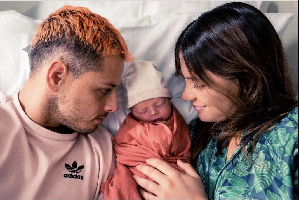 """El """"Chicharito"""" dio la bienvenida a su primogénito, Noah, el Día del padre."""