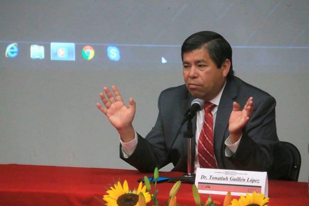 Renuncia Tonatiuh Guillén a su cargo de director en el INM