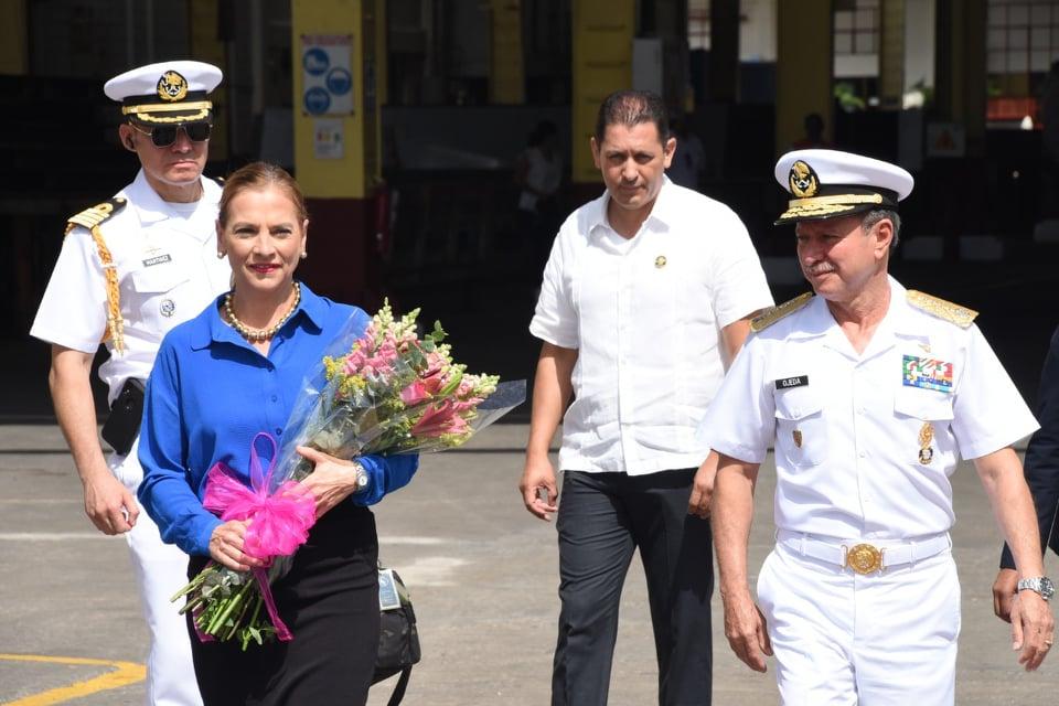 Primera dama amadrina botadura de buque patrulla en Tampico