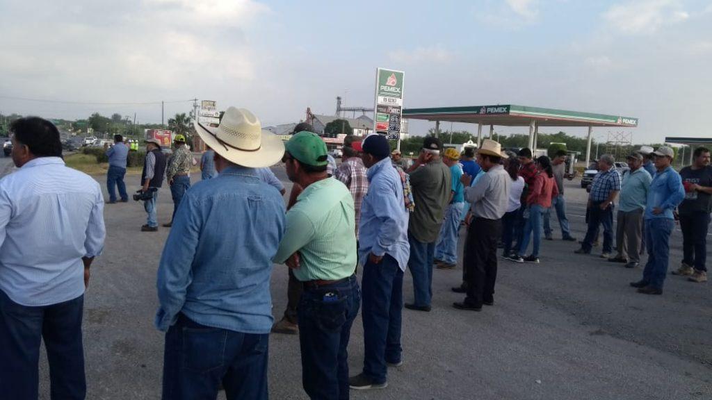 Productores afectados por los recortes al campo; bloquean carreteras