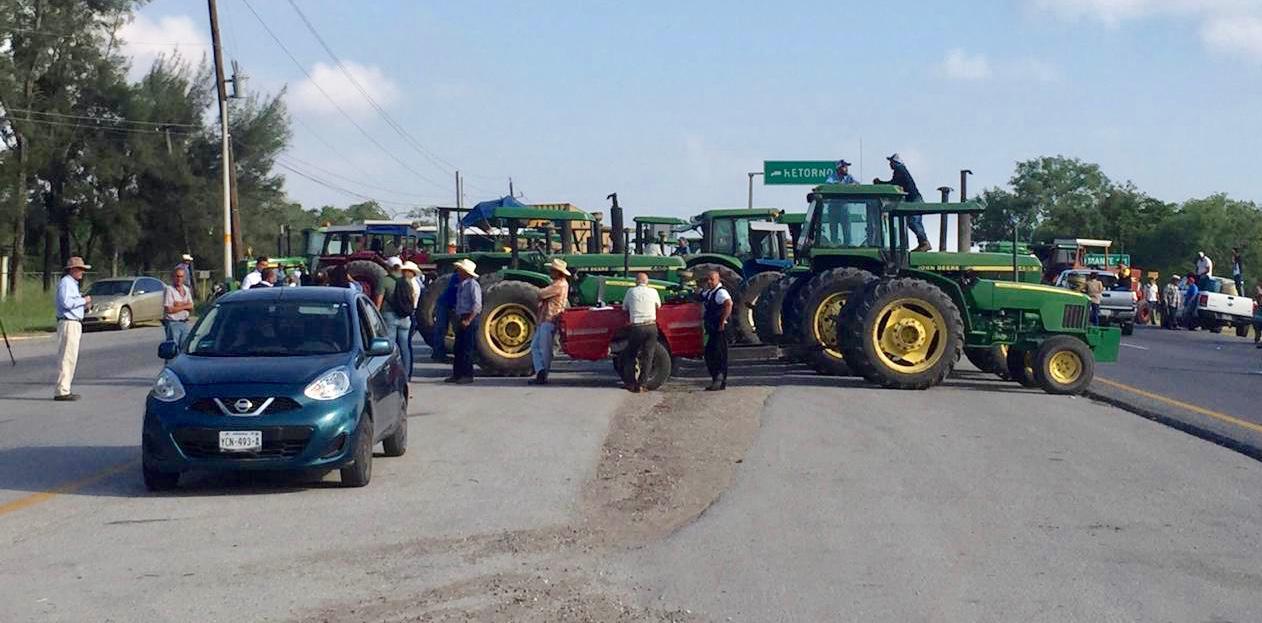 Más de 50 mil campesinos bloquean las carreteras en 25 estados del país