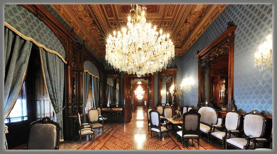 AMLO se muda a Palacio Nacional; desmiente uso de salones de lujo