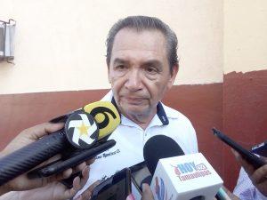 """Gerónimo Ramírez Ortiz, director de la escuela preparatoria """"Francisco Medina Cedillo""""."""