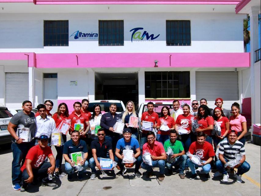 Recibe DIF Altamira donación de calzado y útiles escolares de la Facultad de Ingeniería