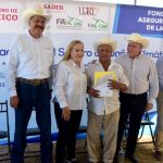 Entrega Alma Laura Amparán indemnizaciones de seguro de daños por sequía atípica