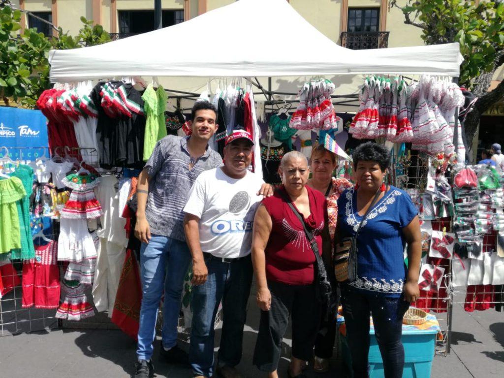 Quitan y amenazan a comerciantes por estorbar a evento del grito en Tampico