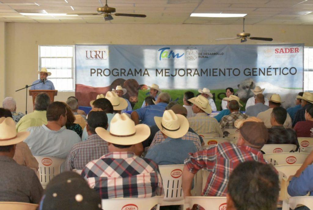 Apoyan a 70 ganaderos con recursos económicos