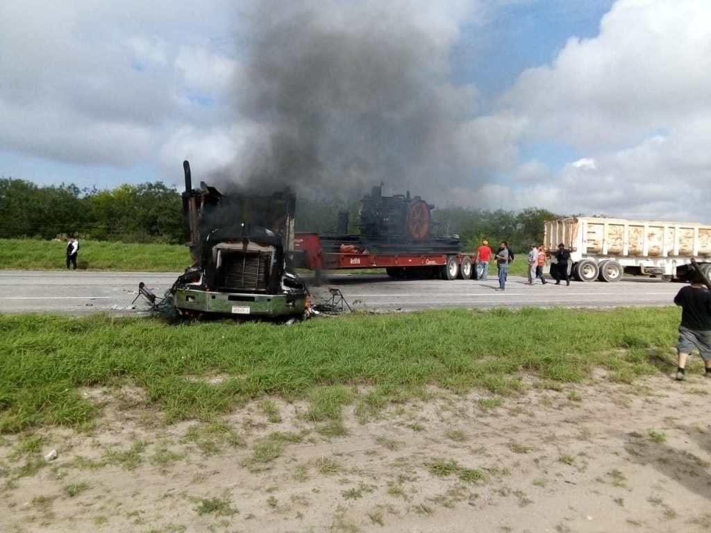 Reportan incendio y bloqueo en carretera Reynosa-San Fernando