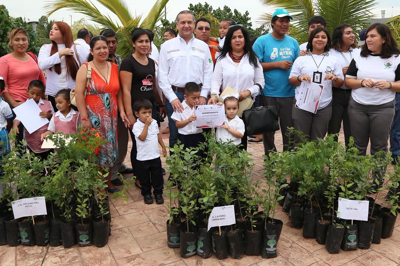 Adrián Oseguera emprende acciones para el cuidado del medio ambiente