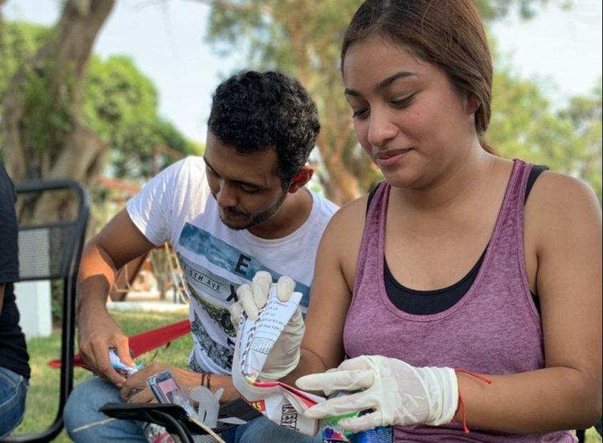 Desarrollan ecoladrillos con Pet para construir un aula alumnos de Prepatec