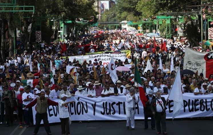 A una hora de iniciada, retaguardia de la marcha sigue en Tlatelolco