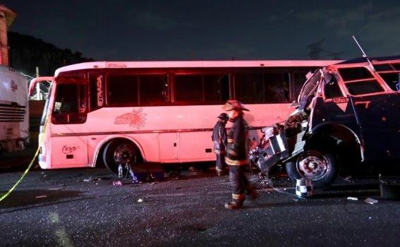 Choque en la México-Pachuca deja al menos 9 muertos