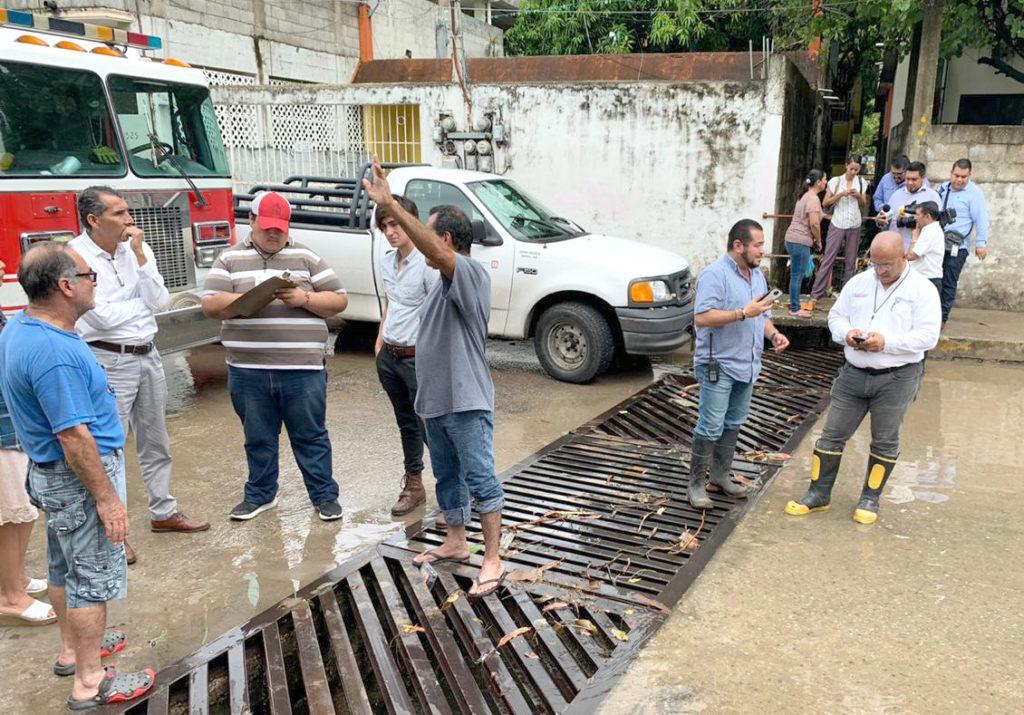 Adrián Oseguera atiende afectaciones por lluvias