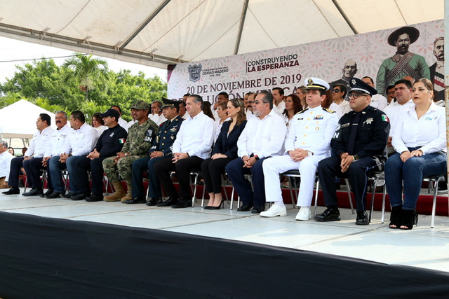 Participan más de 7 mil maderenses en desfile de la Revolución Mexicana