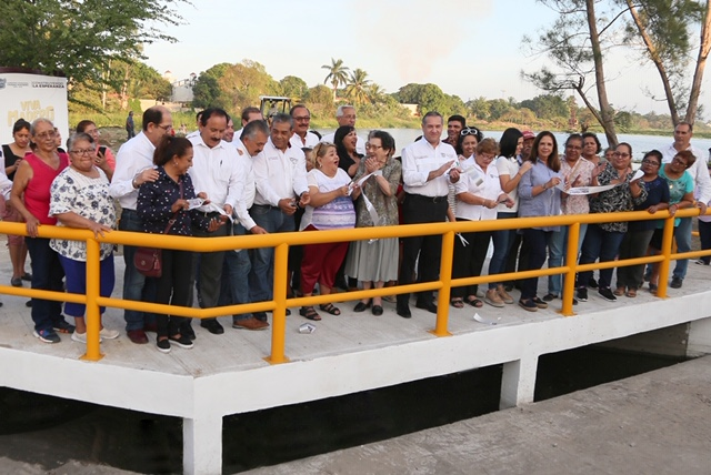 Adrián Oseguera entrega obra hidráulica a los maderenses