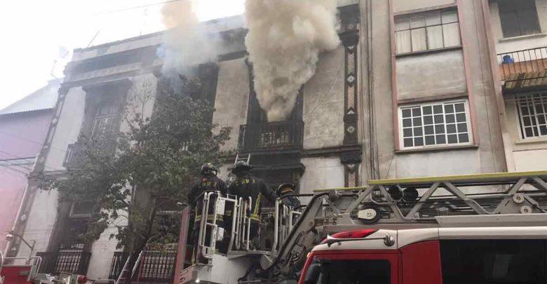 Sofocado incendio en Centro Histórico tras casi 30 horas