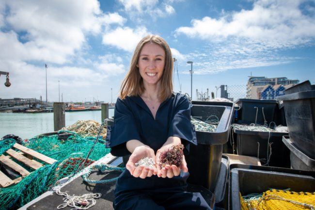 Bioplástico hecho con desechos de pescado gana premio internacional James Dyson 2019