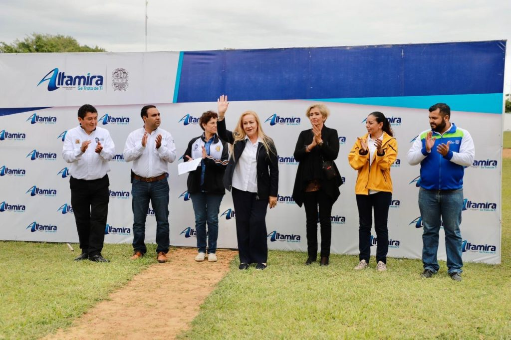 Premia Alma Laura Amparán a ganadores del LXIII Evento Nacional Deportivo del TECNM
