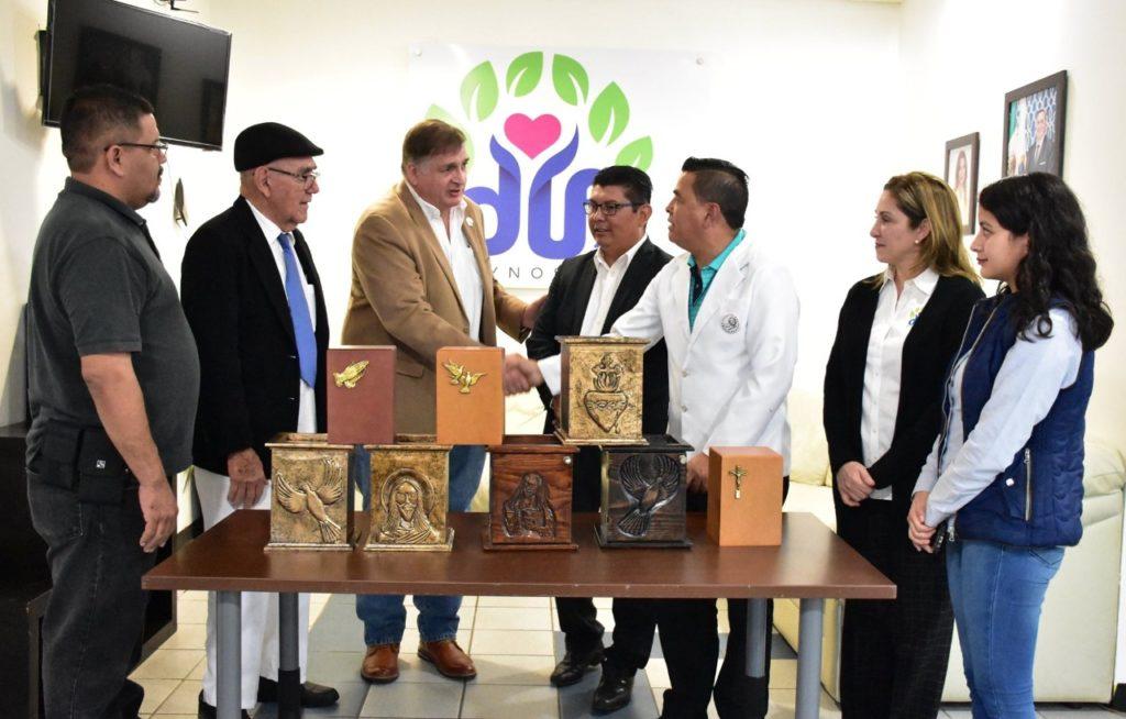 Agradece DIF Reynosa donación de urnas funerarias